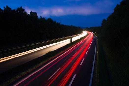 Ночная пригородная дорога в России