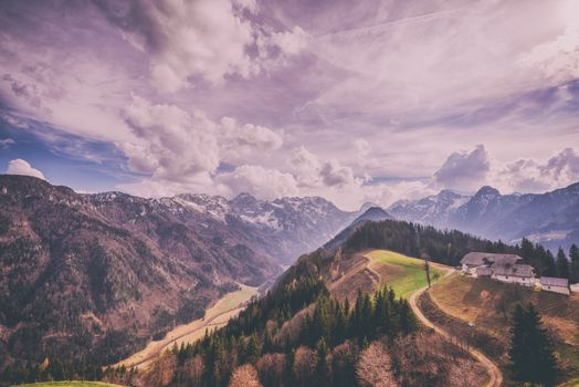 Photo free mountains, clouds, house