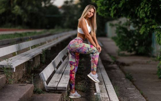 Photo free young woman, blonde, fitness