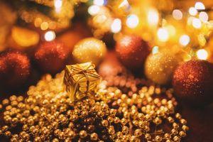 Бесплатные фото Новый год,праздник,игрушки,бусы