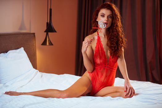 Фото бесплатно красное белье, сексуальная, рыжая