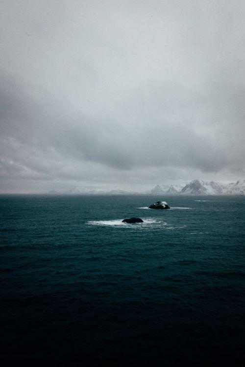 Море и скалы · бесплатное фото