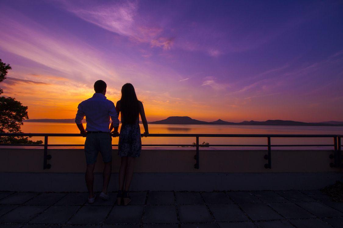 Обои пара, закат, море картинки на телефон