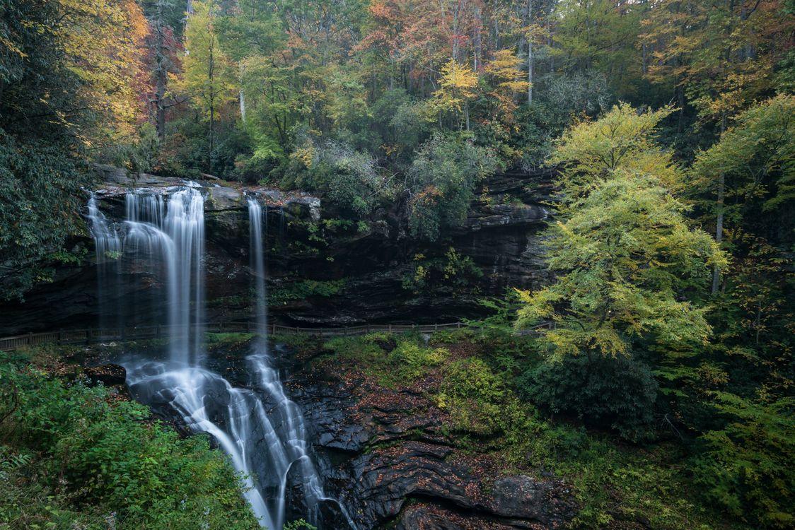 Фото бесплатно осень, лес, деревья, скалы, речка, водопад, природа, пейзаж, пейзажи