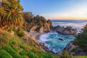 Фото бесплатно McWay Falls, Big Sur, California, Julia Pfeiffer Burns State Park, McWay Cove Beach, Биг-Сюр, Калифорния, Парк Джулии Пфайфер Берн, закат, водопад, море, берег, пляж, пейзаж