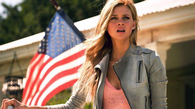 Фото бесплатно Никола Пельтц, Трансформеры: Эпоха истребления, американский флаг