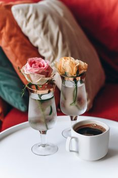 Photo free roses, cup, black coffee