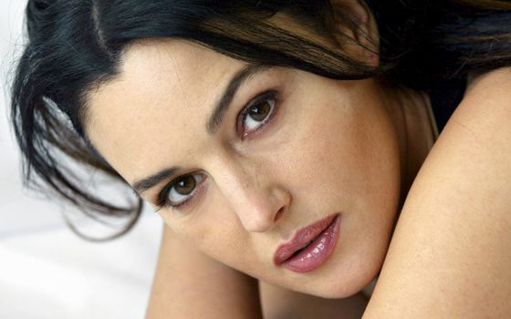 Photo free Monica Bellucci, looking at the viewer, actress