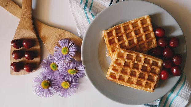 Фото бесплатно ягоды, вафли, цветы