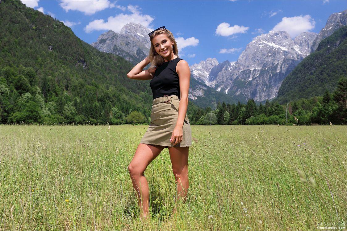 Фото девушки Cara Mell юбка - бесплатные картинки на Fonwall