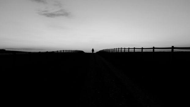 Фото бесплатно человек, силуэт, забор