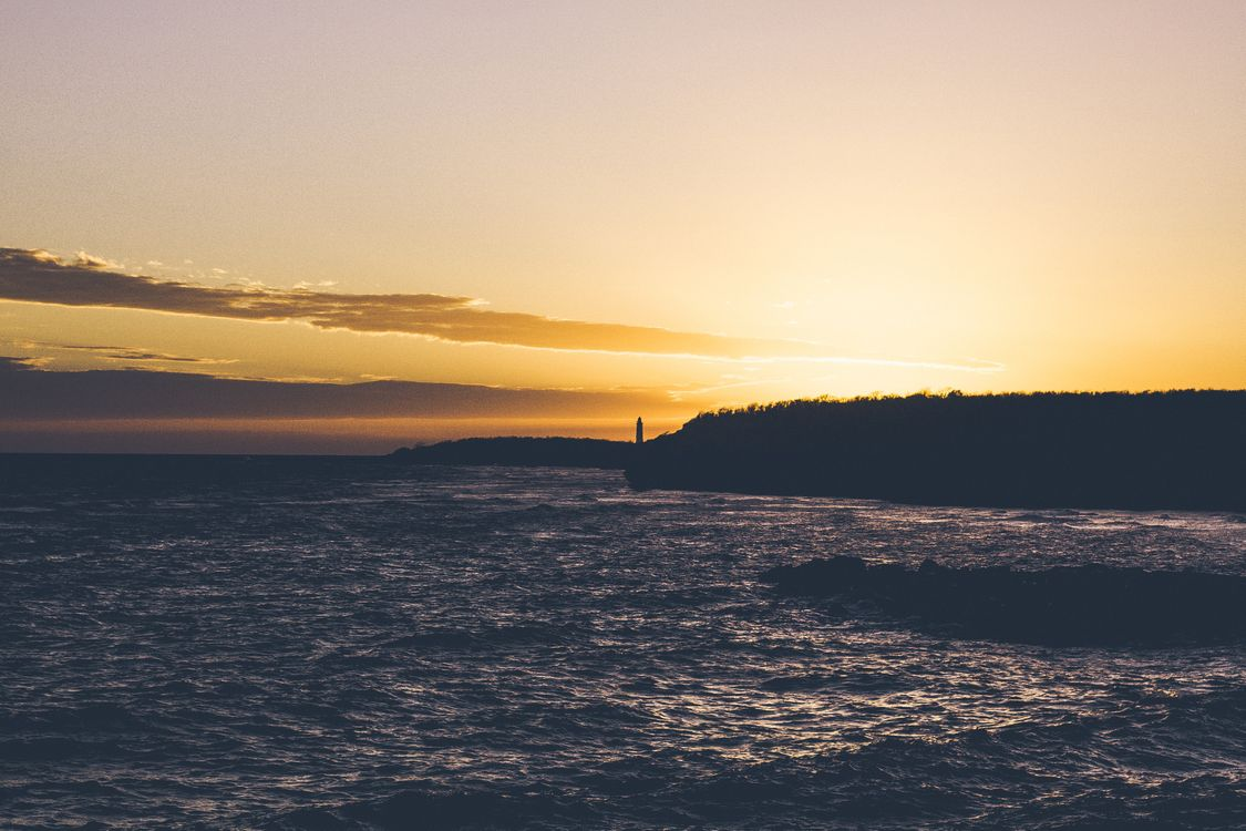 Маяк и закат · бесплатное фото