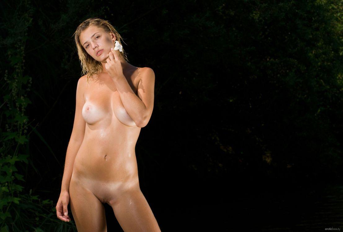 Картинка Vika R, модель, красотка, голая, голая девушка, обнаженная девушка, позы, поза, сексуальная девушка, эротика на рабочий стол. Скачать фото обои эротика