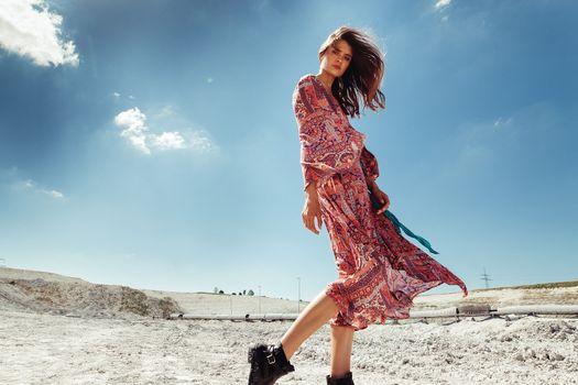 Фото бесплатно женщины, брюнетка, платье