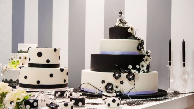 Photo free svadba, tort, ukrashenie