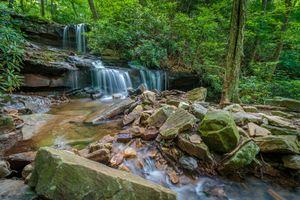 Фото бесплатно водопад, река, скалы, камни, лес, деревья, пейзаж