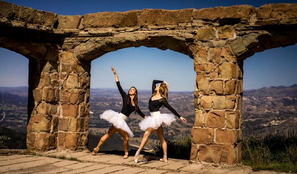Photo free young woman, ballet, arch