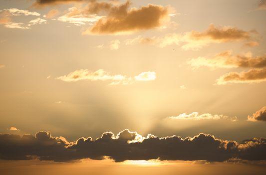 Фото бесплатно солнечные лучи, солнечный свет, закат