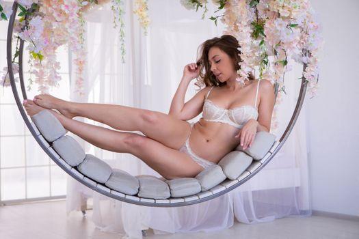 Фото бесплатно белые трусики, ноги, девушка