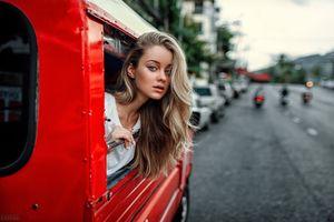 Фото бесплатно женщины, Евгений Фрейер, блондинка, женщины с автомобилями, глубина резкости, голубые глаза, портрет, women, Evgeny Freyer, blonde, women with cars, depth of field, blue eyes, portrait