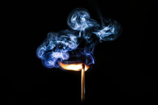 Дым от спички · бесплатное фото