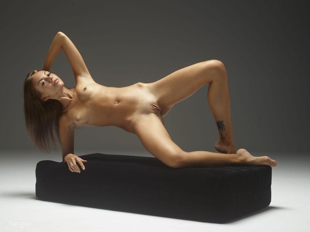Фото бесплатно Sheri Vi, Divina, Genie, Joanna, Karina, Melania, Nora, Venessa, красотка, голая, голая девушка, обнаженная девушка, позы, поза, сексуальная девушка, эротика