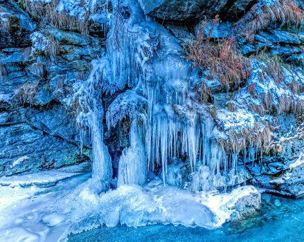 Заставки скала, голубой лёд, сосульки
