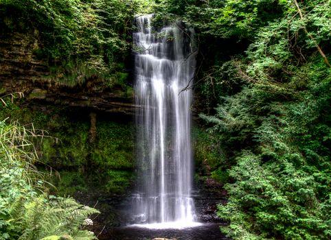 Бесплатные фото Glencar Waterfall,Ирландия,водопад,деревья,скалы,природа