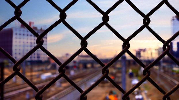 Железный сетчатый забор · бесплатное фото