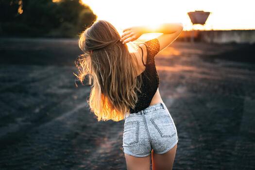 Photo free girls, shorts, sunset