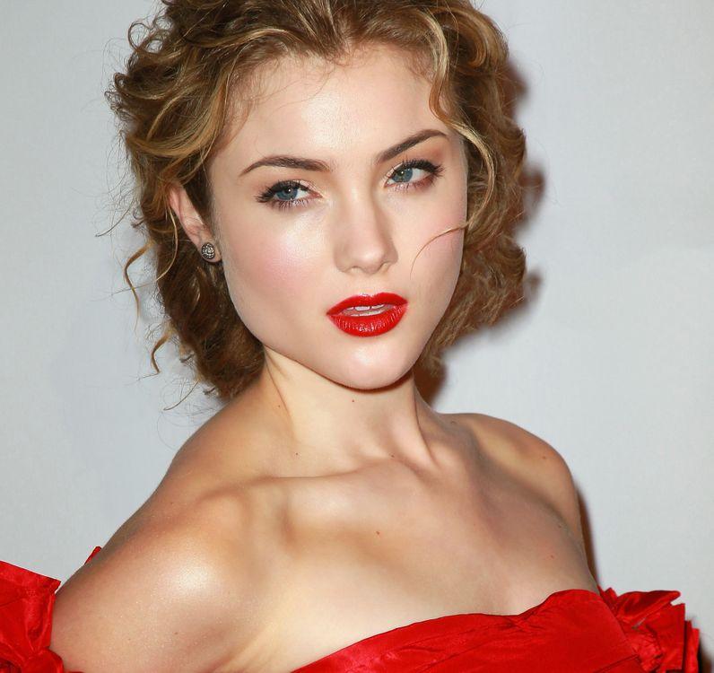 Photos for free Skyler Samuels, red dress, blonde hair - to the desktop