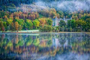 Заставки Шотландия, Великобритания, озеро, туман, замок, Гостиница, деревья, пейзаж