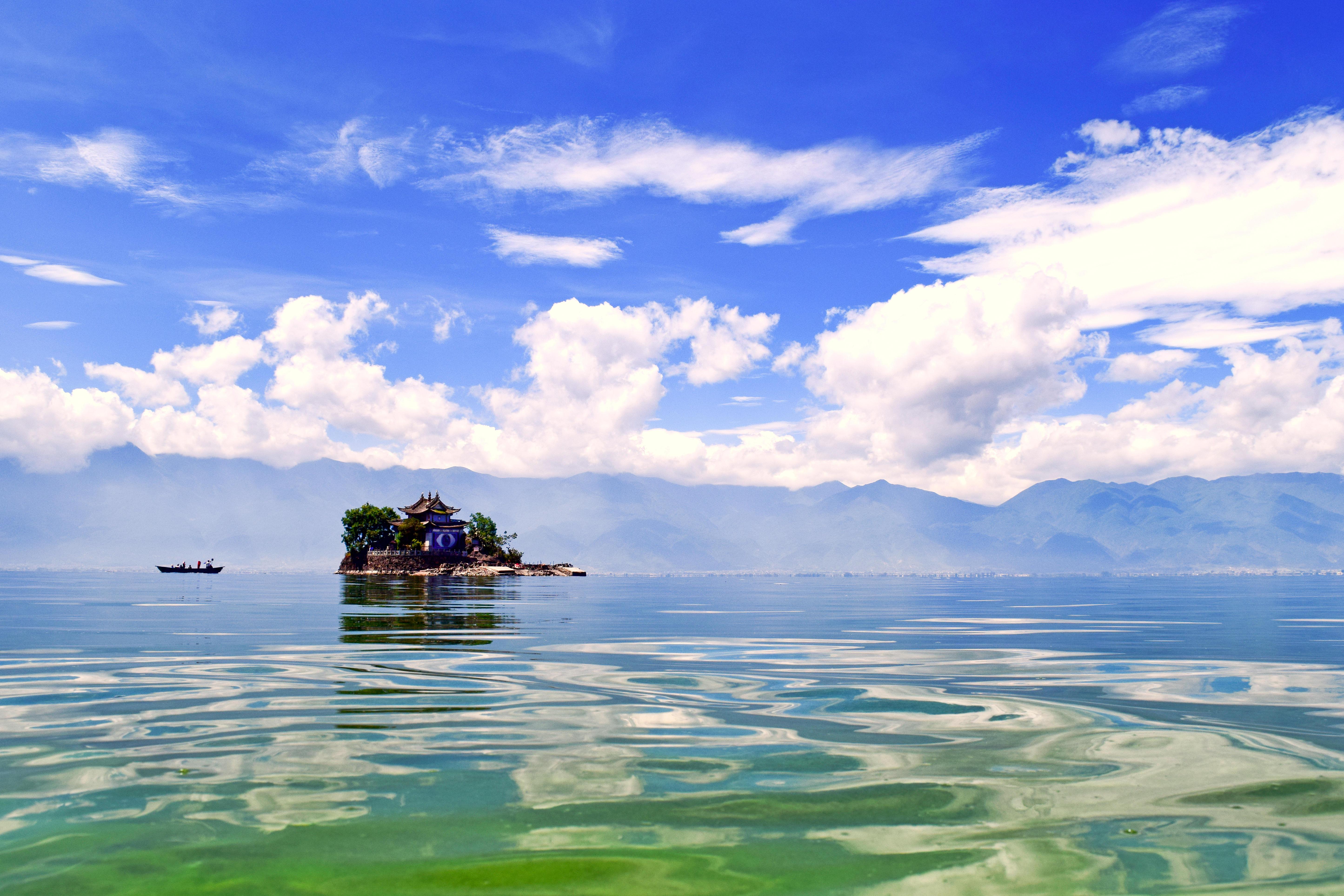Обои озеро, или море, хрен его знает