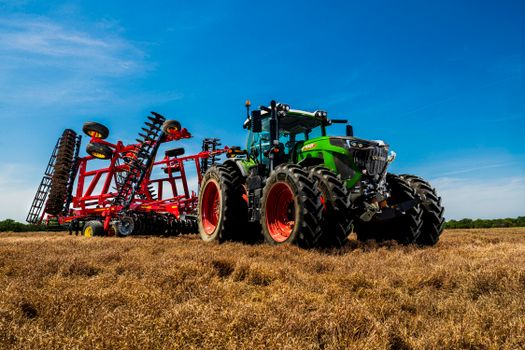 Photo free miscellaneous, agricultural machinery, tractors