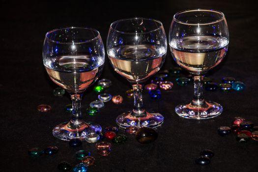 Обои бокалы,вино,напиток,блеск
