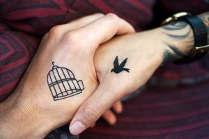Любовь и татуировки · бесплатное фото