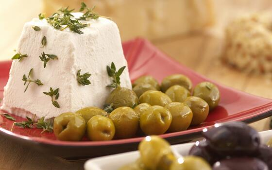 Photo free cheese, olives, breakfast