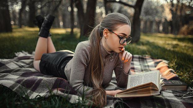 Photo free Dasha, a beautiful girl, park