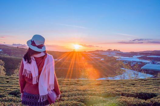 Бесплатные фото люблю,милый,портрет,красивая,счастливый,девушка,солнце,небо,Горные рельефы,гора,Восход,пустыня