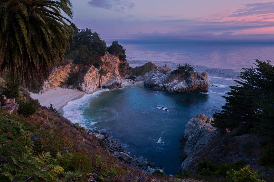Фото бесплатно McWay Falls, Big Sur, California, Julia Pfeiffer Burns State Park, McWay Cove Beach, Биг-Сюр, Калифорния, Парк Джулии Пфайфер Берн, закат, водопад, море, берег, пляж, пейзаж, пейзажи - скачать на рабочий стол