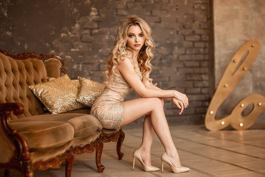 Фото бесплатно высокие каблуки, платье, сидя