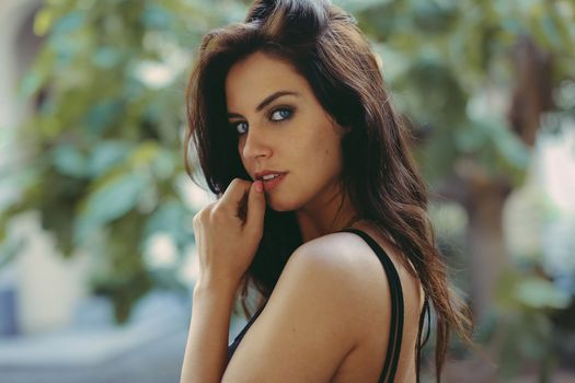 Photo free woman, brunette, profile view