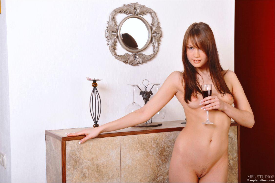 Фото бесплатно Emilie, модель, красотка, голая, голая девушка, обнаженная девушка, позы, поза, сексуальная девушка, эротика, эротика