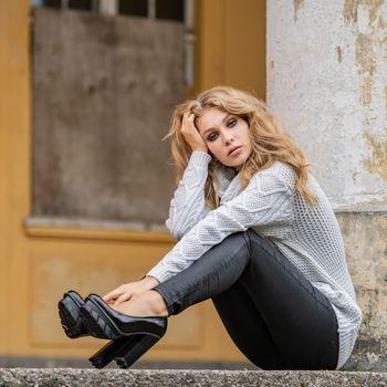Photo free girls, legs, sweater