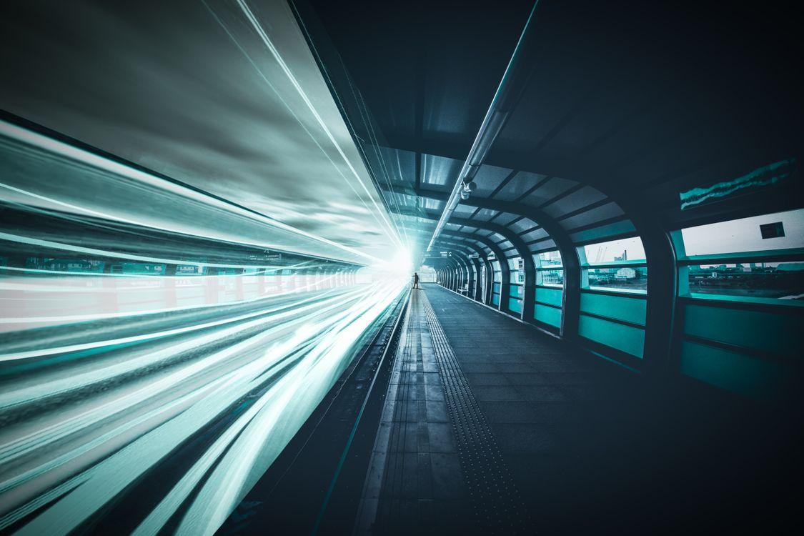 Железная дорога в тоннеле · бесплатное фото