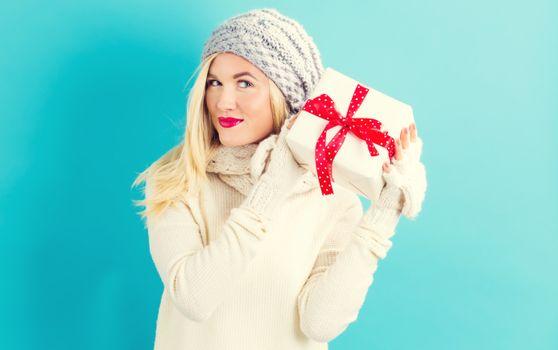 Фото бесплатно молодая женщина, блондинка, зимняя шапка