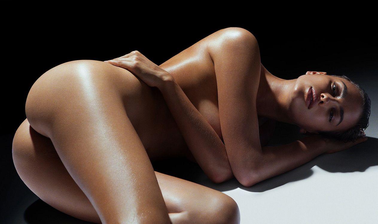 Фото бесплатно модель, ню, черноволосый, ирина шик, ирина шейк, задница, смазанная маслом, горячая, сексуальная, model, nude, black haired, irina shayk, irina sheik, ass, эротика