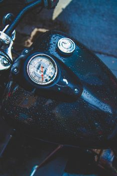 Бесплатные фото бак,мотоцикл,капли,спидометр