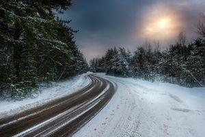 Загородная зимняя дорога