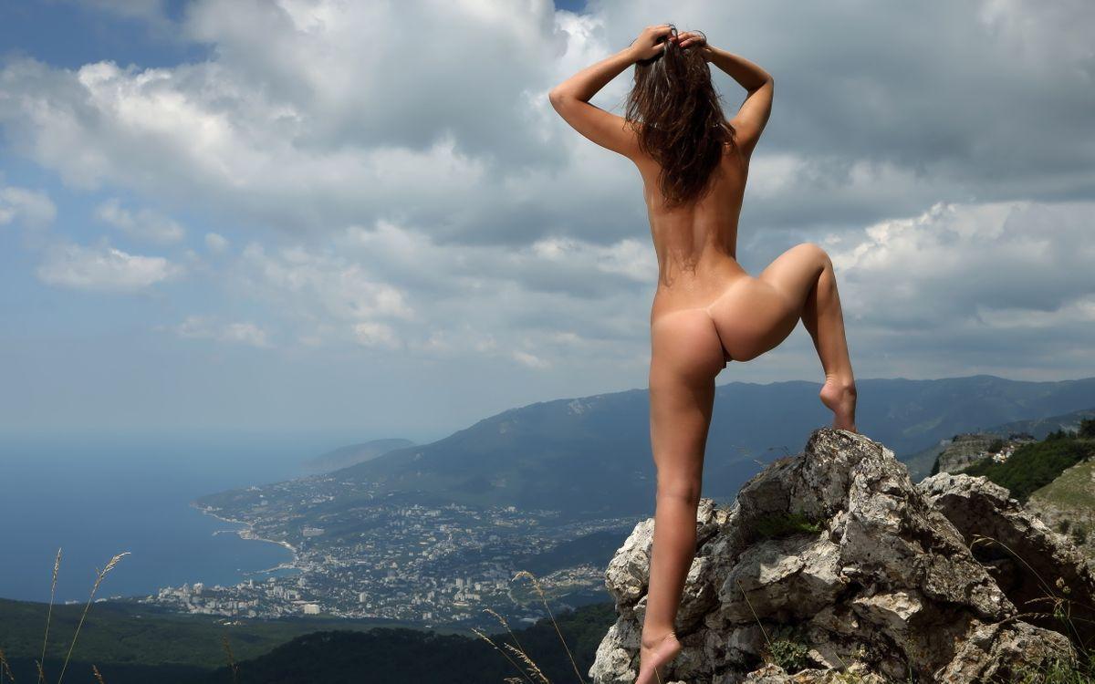 Фото обнаженных девушек брюнеток со спины, Фото девушек спиной на аву: брюнетки Красивые фото 15 фотография